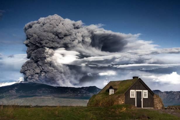 Aogashima-Volcano-Background.jpg