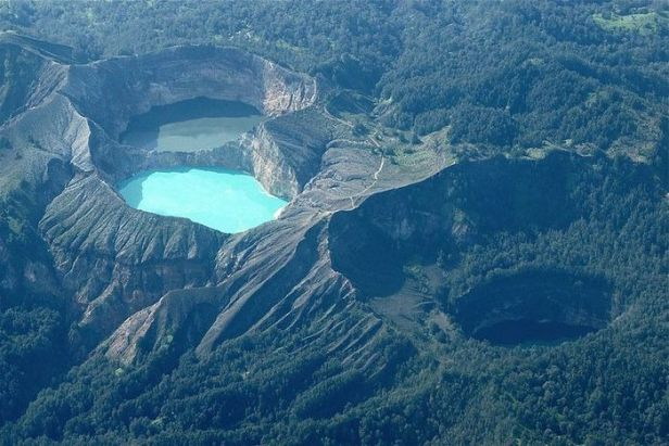 aogashima-volcano-japan-2013-01